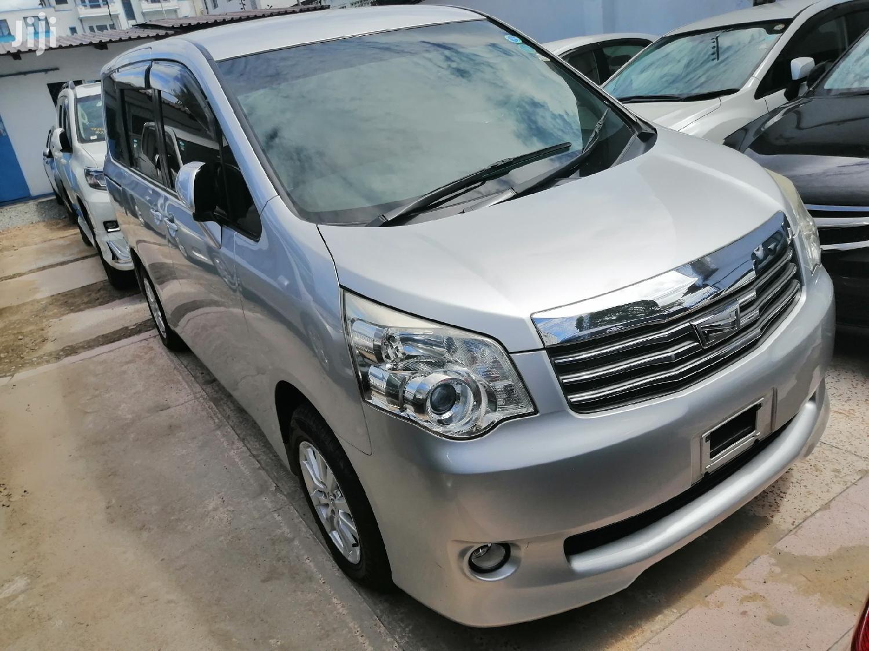 Archive: Toyota Noah 2013 Silver