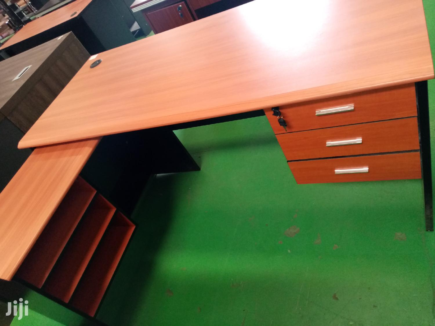 1.6m Office Desk With Side Cabinets