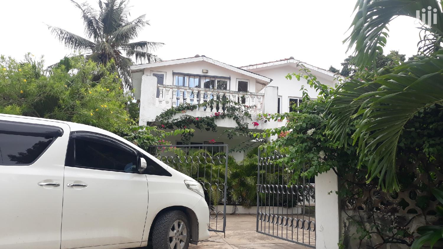 Nyali Links Road// 4 Bedroom Refurbished House Own Compound