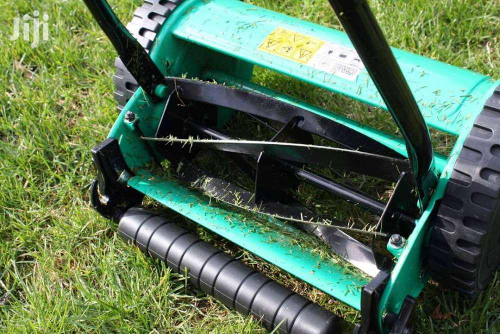 Manual Lawn Mower/Grass Cutter