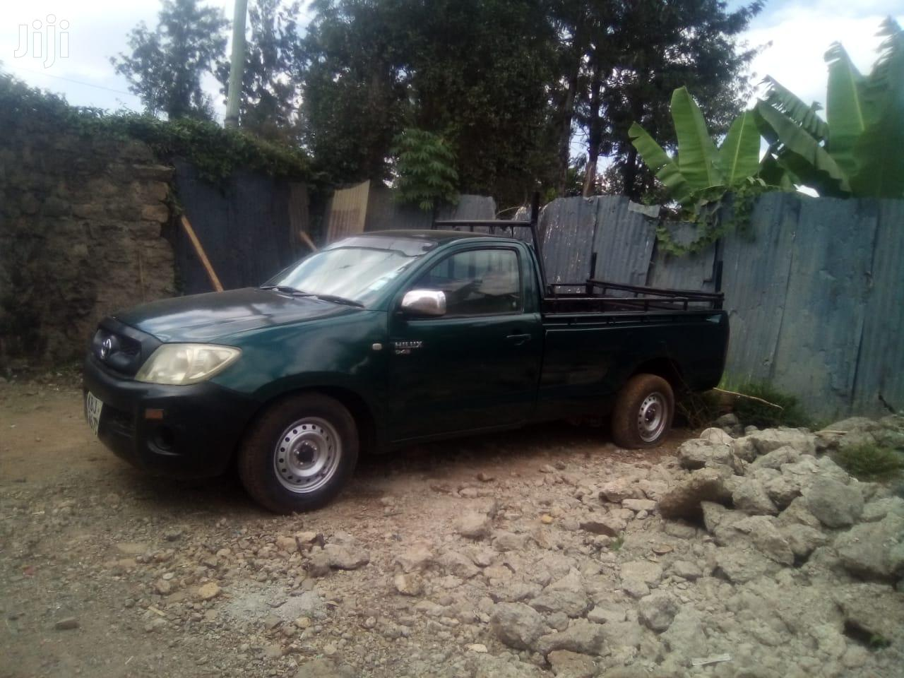 Archive: Toyota Hilux 2010 Green