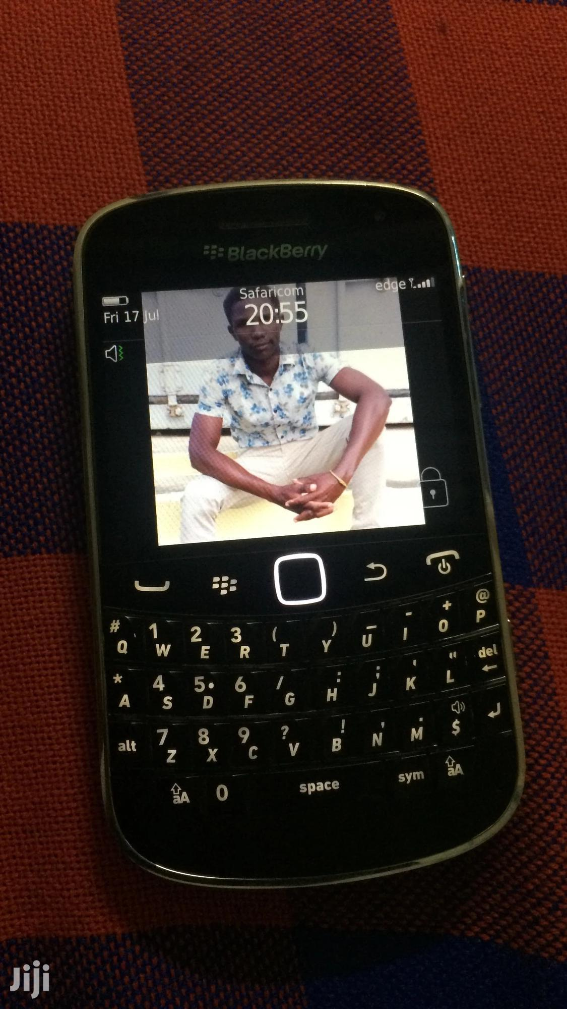 Archive: New BlackBerry Bold Touch 9900 8 GB Black