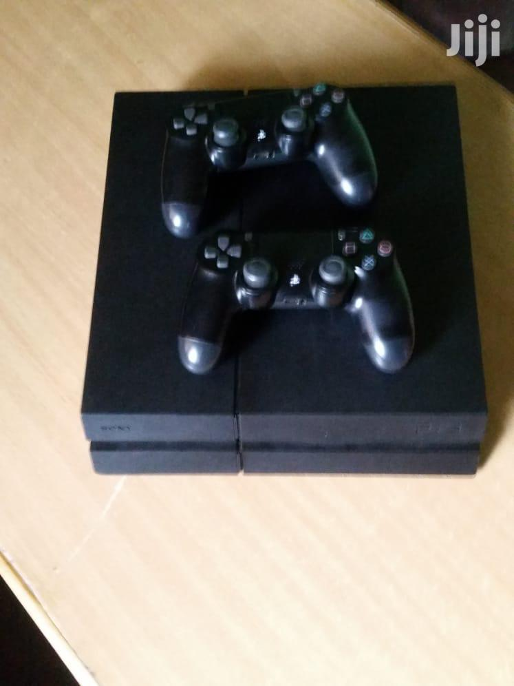PS4 With 2 Pads And Fifa 20