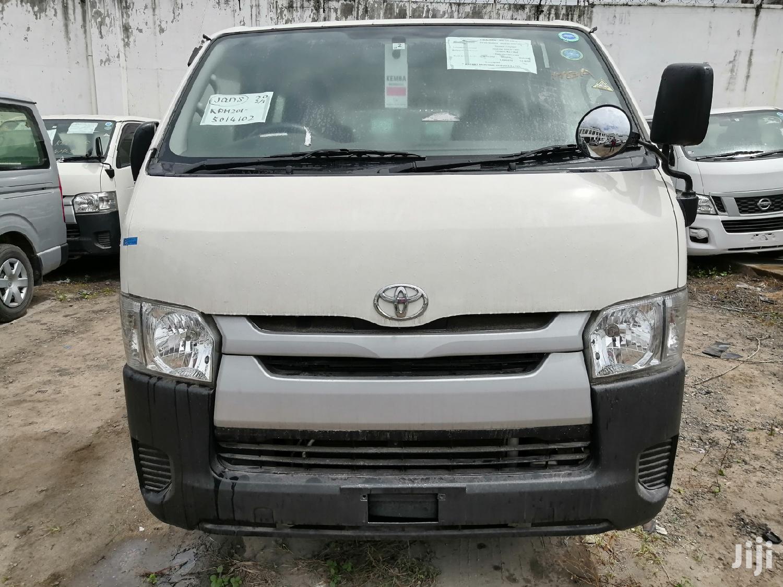 Auto Diesel Toyota Hiace White KDH