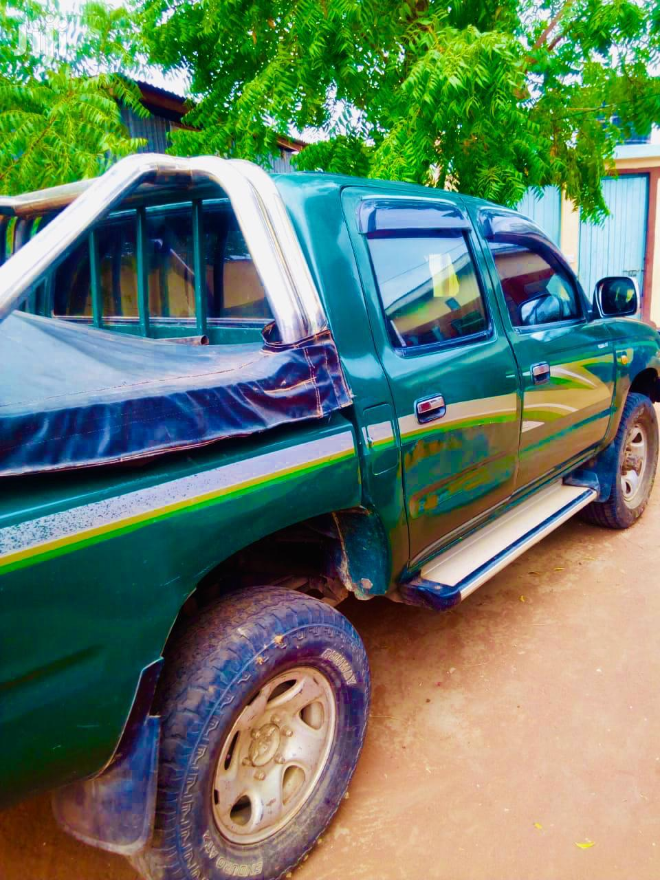 Archive: Toyota Hilux 2004 Green