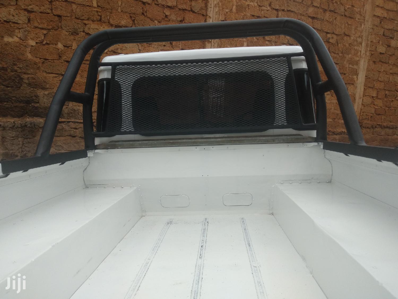Archive: Land Rover Defender 2000 White