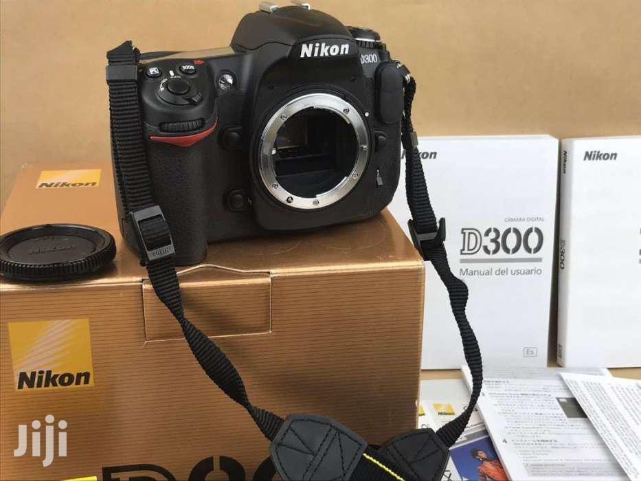 Nikon D300 With AF-S DX VR Zoom 18 - 55mm -boxed
