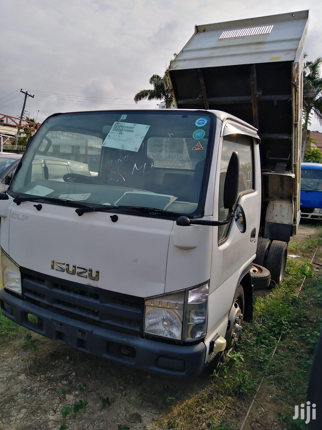 Isuzu Elf Tipper,