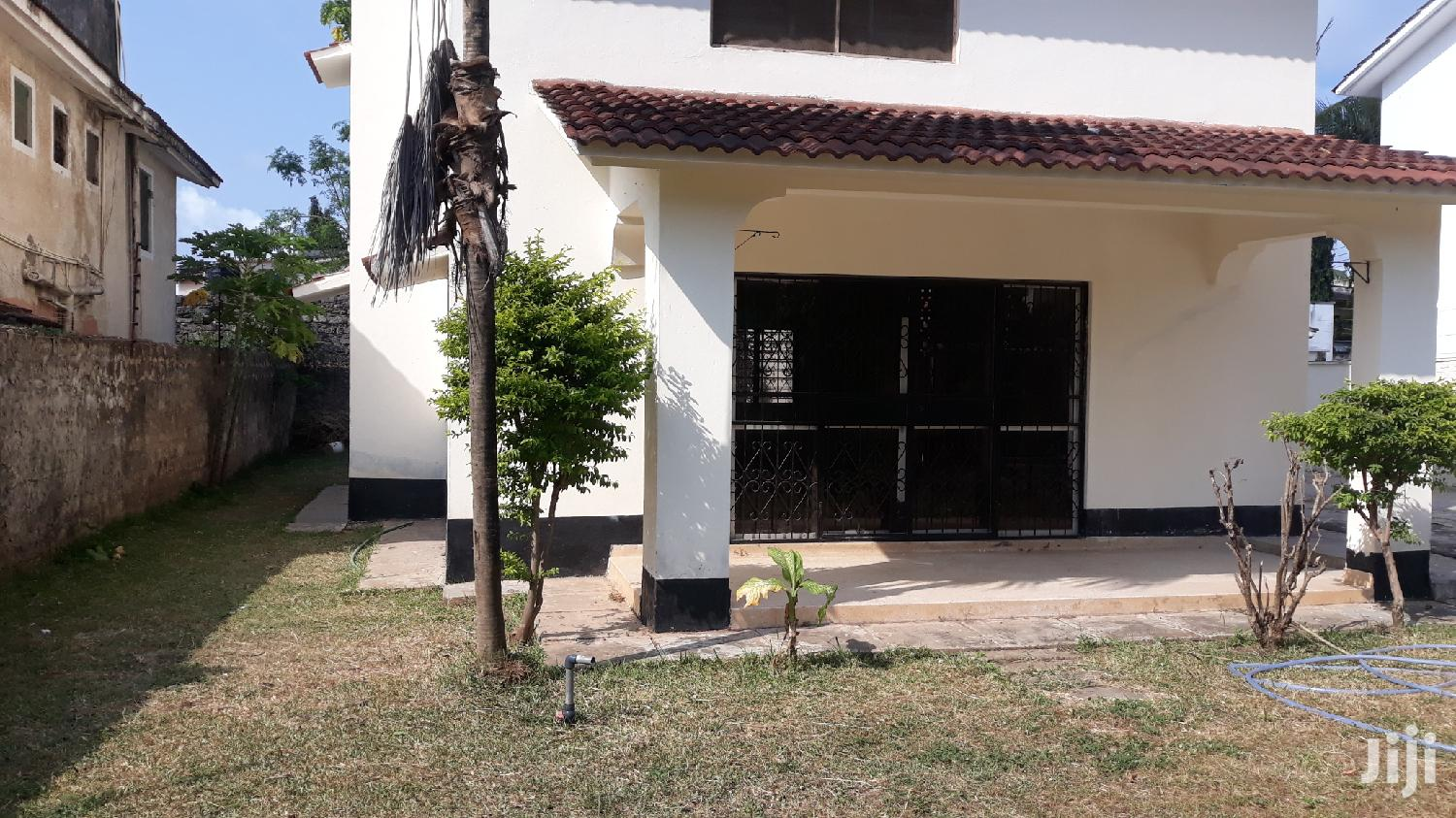 Nyali// Stunning 4 Bedroom Villa Own Compound With Sq | Houses & Apartments For Rent for sale in Nyali, Mombasa, Kenya