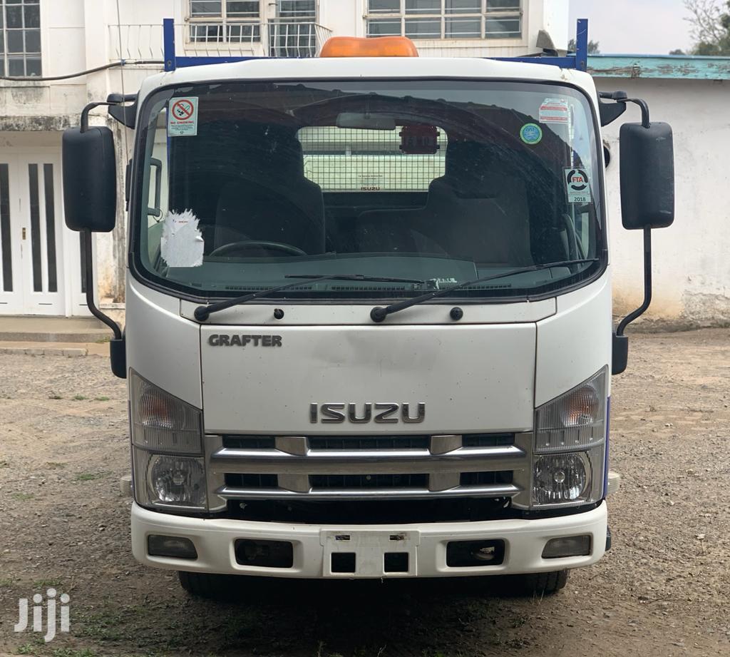 Isuzu ELF Truck 2013 White