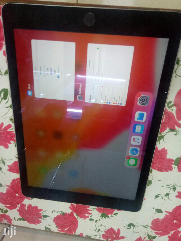 Apple iPad Air 64 GB Gray