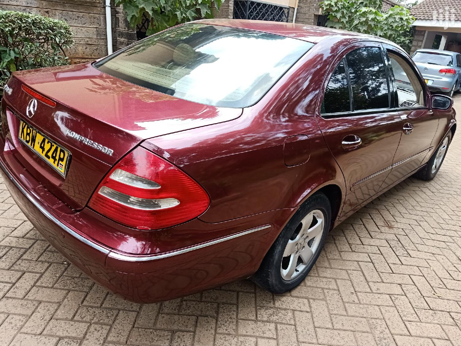 Mercedes-Benz E200 2008 Red