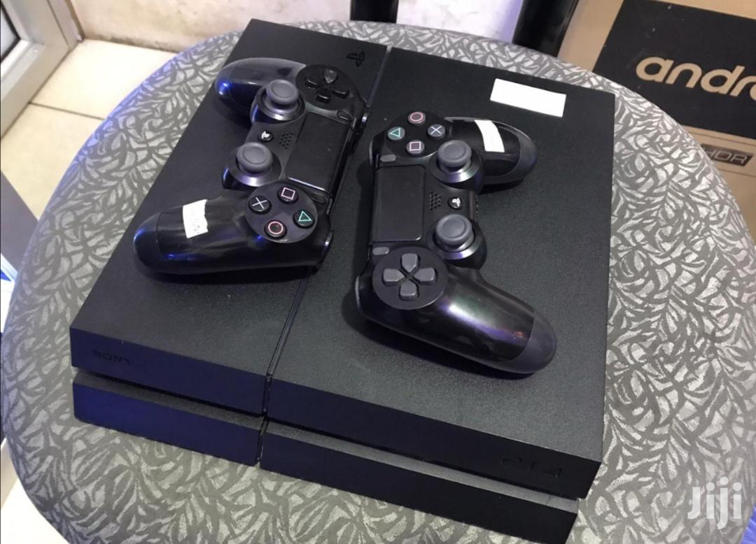 Ex Uk Ps 4 Slim Console With 2 Pads