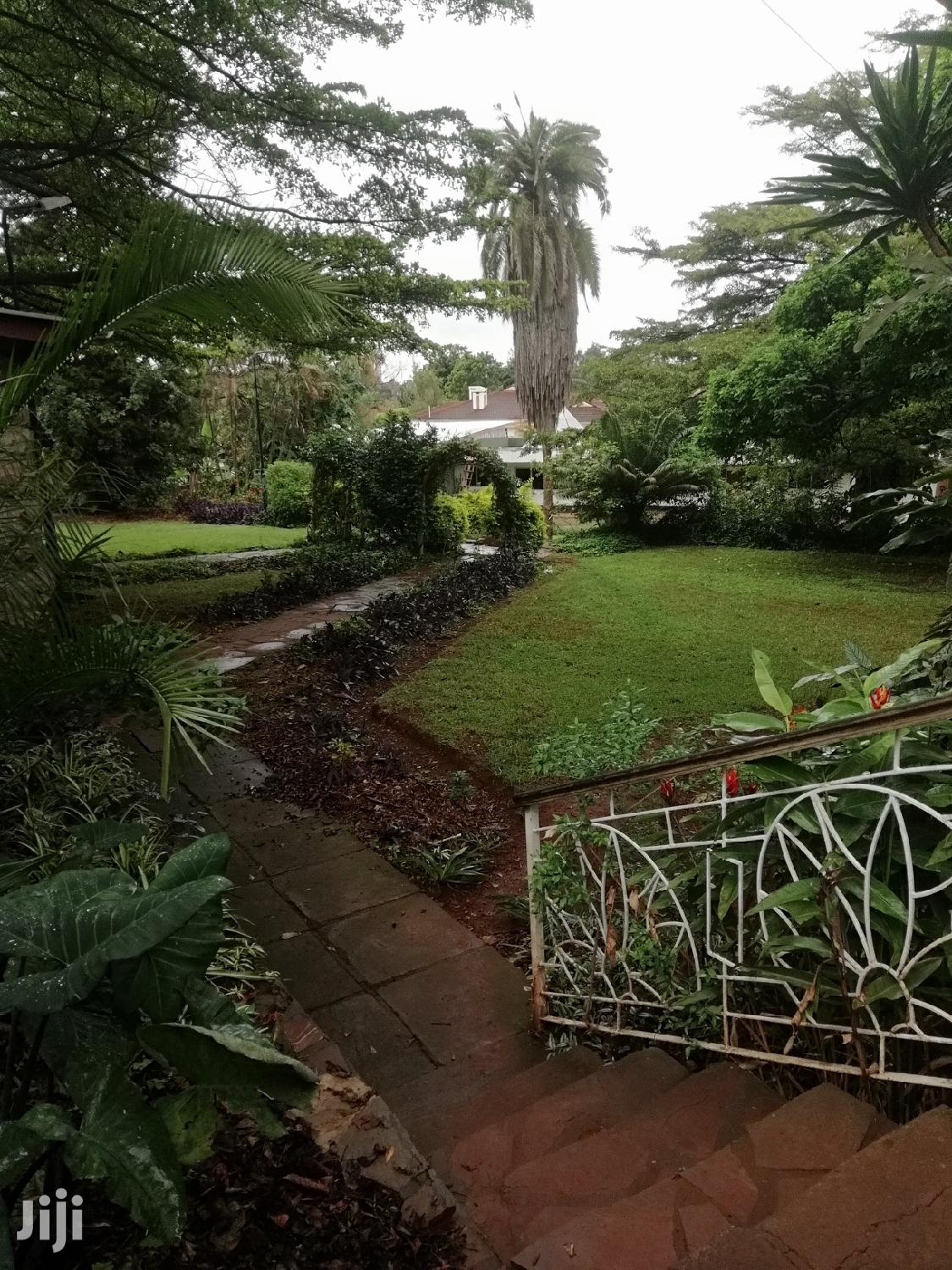 Propery World;1acre Plot With 5brs Bungalow And Very Secure