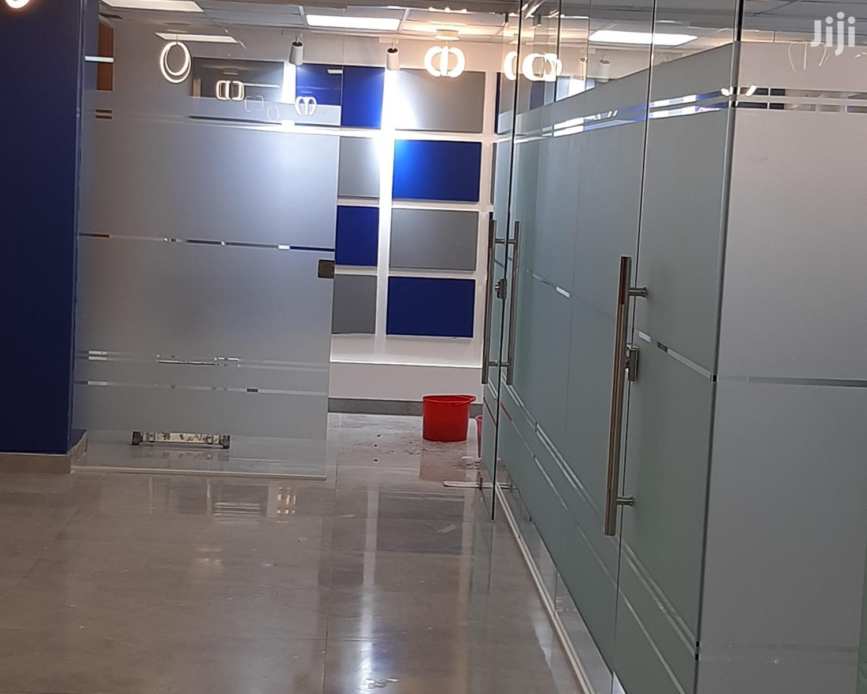 Customized Frameless Glass Swing Door