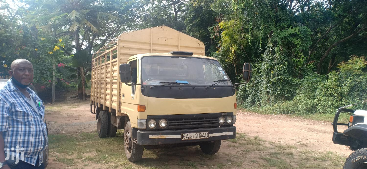 Archive: Toyota Dyna 2003 Beige