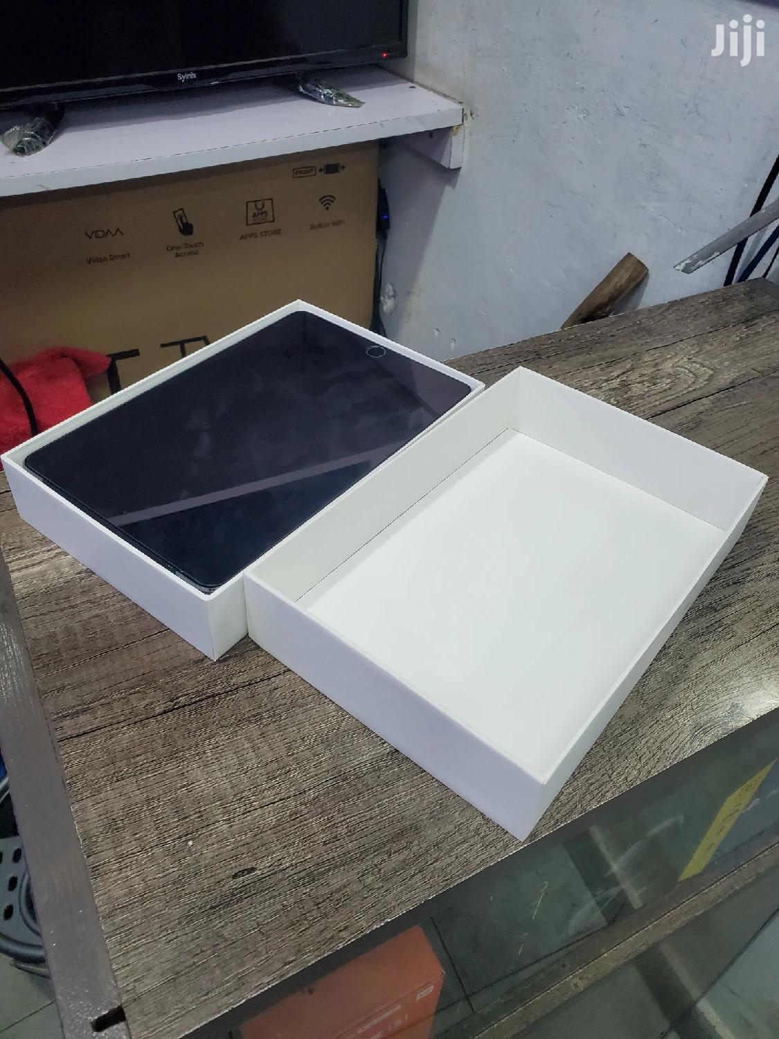 Archive: New Apple iPad 10.2 (2020) 128 GB White