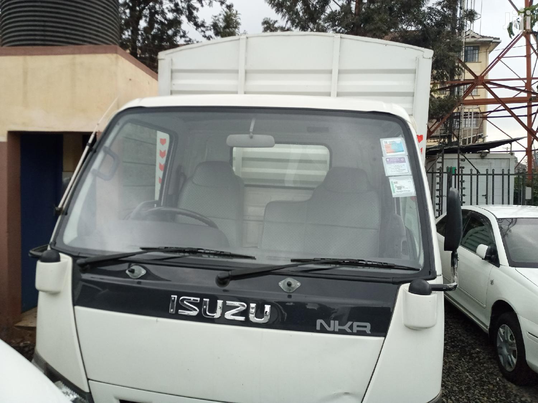Isuzu NKR 4.3 Diesel Local