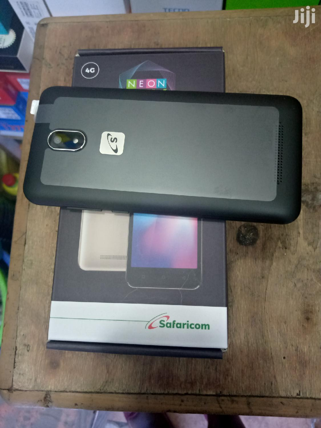 New Mobile Phone 8 GB Black