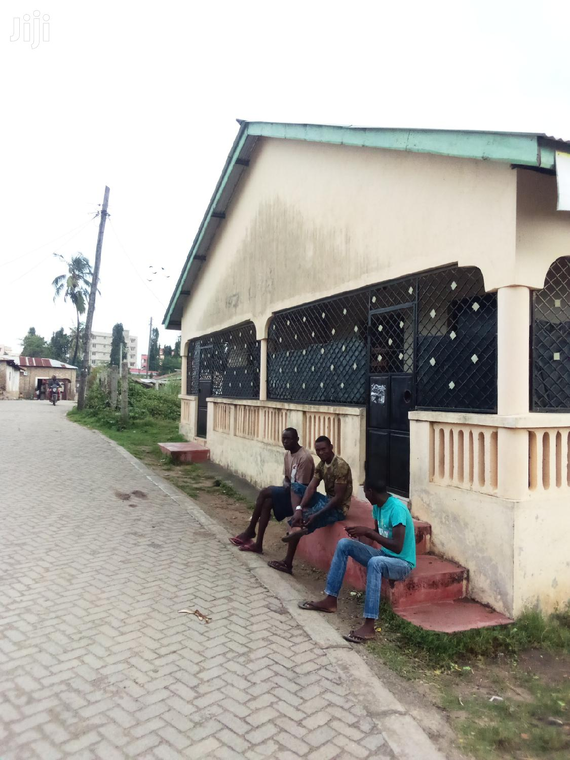 A Two Bedsitter And One Bedroom Hoise For Sell In Bamburi