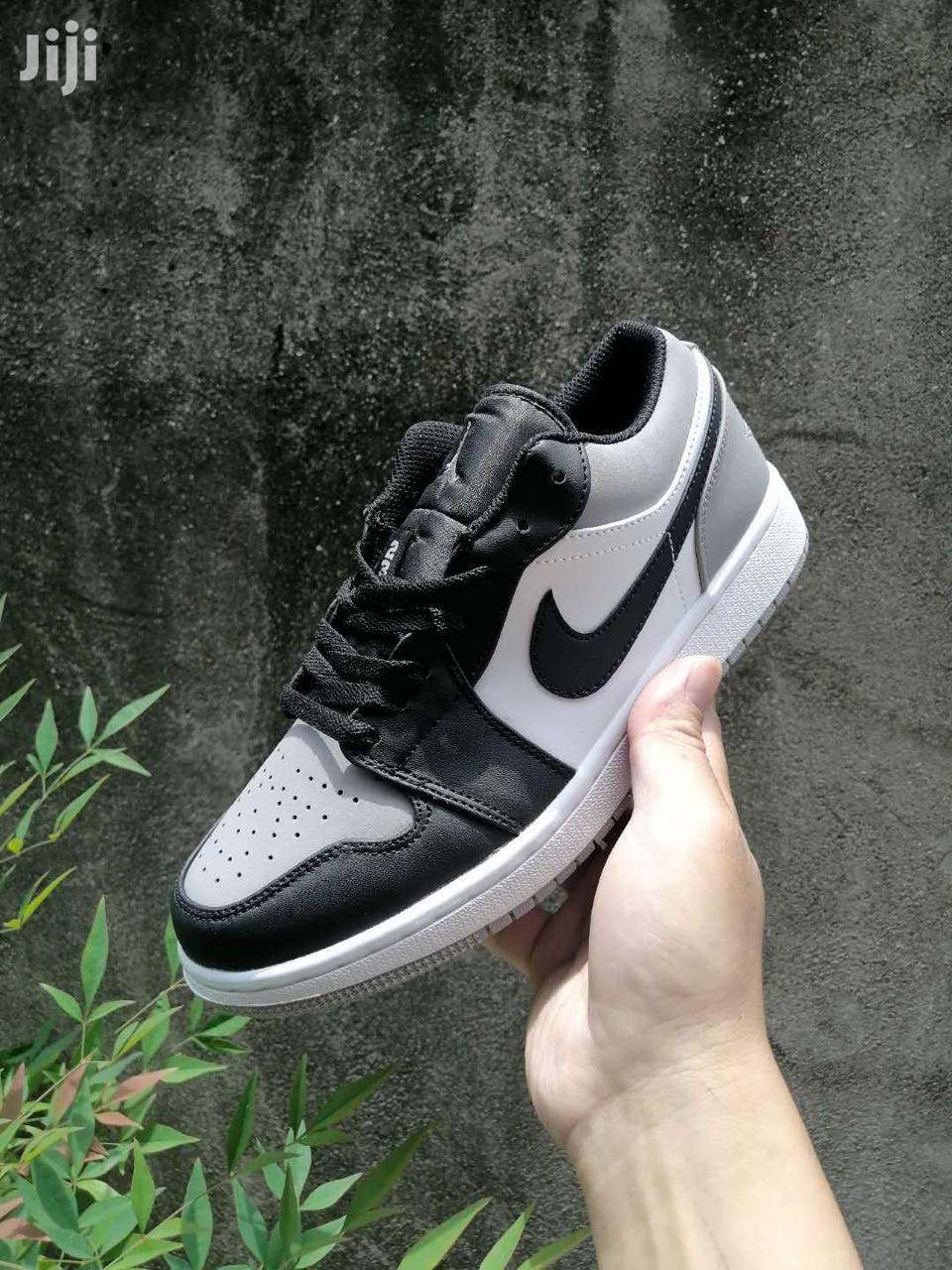jordan sneakers low cut
