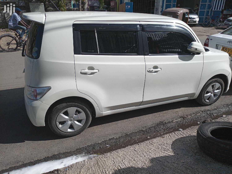 Toyota bB 2012 White
