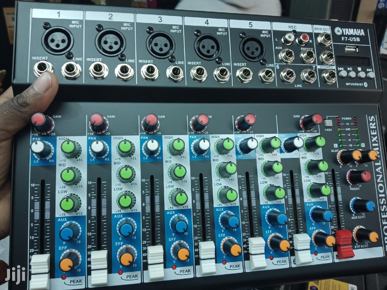 Plain Mixer Yamaha 7 Channels