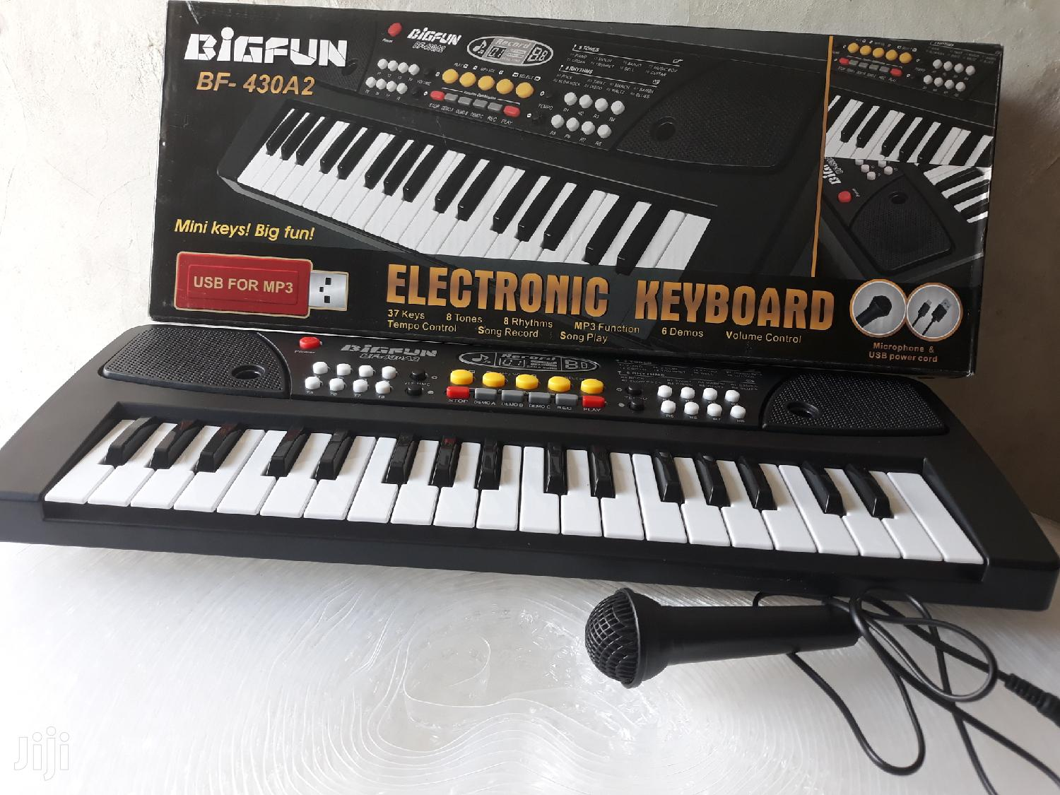 Electronic Keyboard With Microphone and Usb Mp3 Port