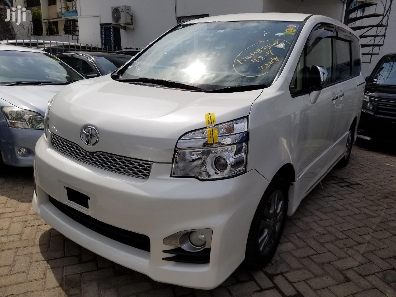 Toyota Voxy 2017 White