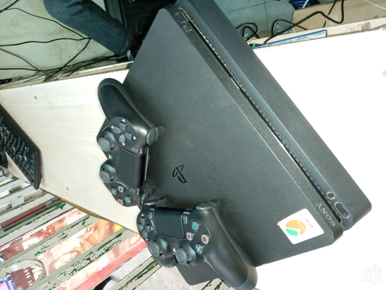 Ps4 Slim 500gb Used With Two Controllers