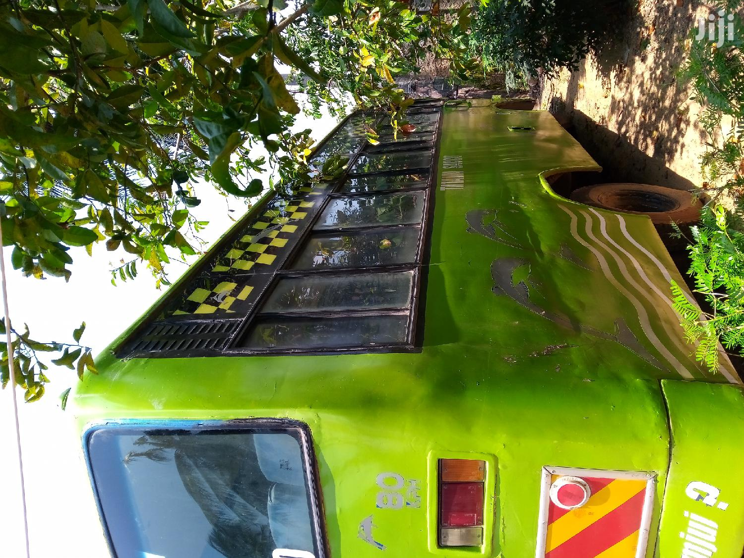 Archive: 27 Seater Isuzu Bus Nkr 2010 Green For Sale