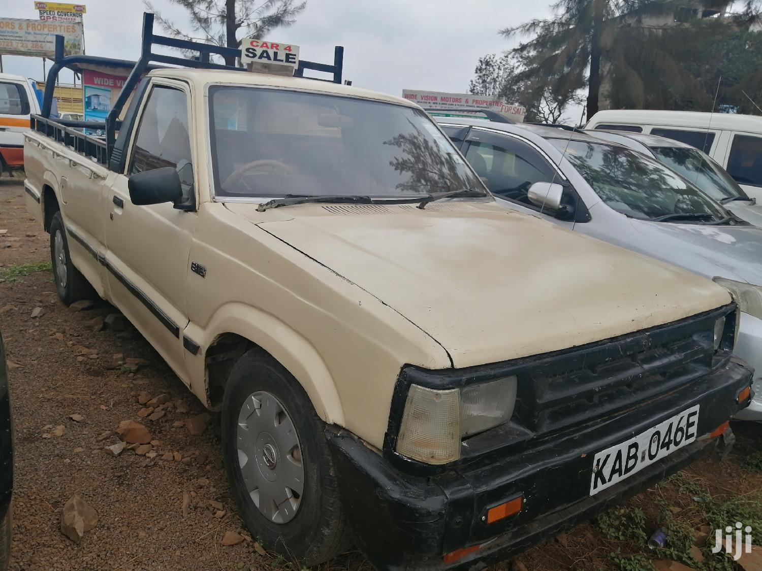 Archive: Toyota Hilux 1994 Beige