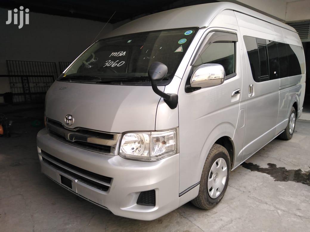 Toyota Hiace 9L 2014