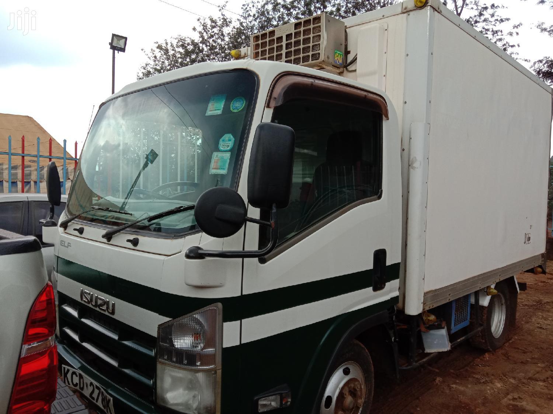 Isuzu ELF Truck 2009 White