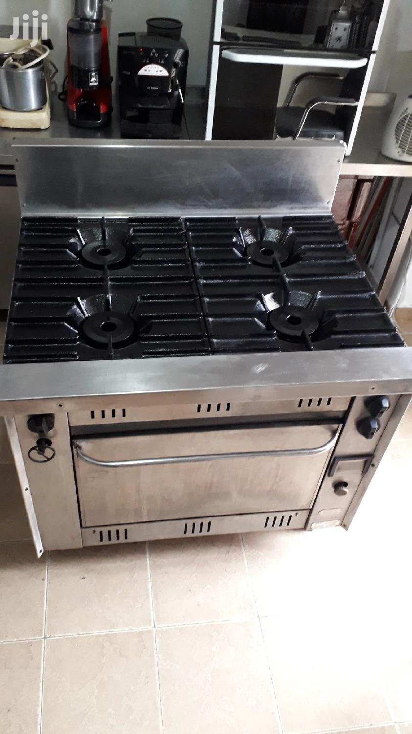 Commercial Gas Cooker With Gas Oven. Vulcan Made In Italy