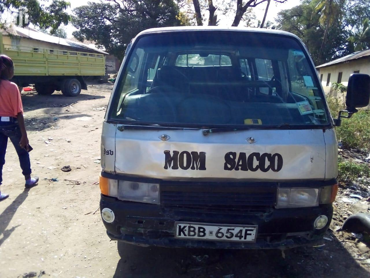 Nissan Urvan 2002 White For Sale