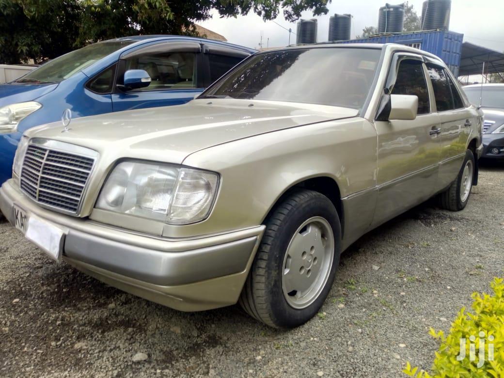 Mercedes-Benz E230 1993 Gold
