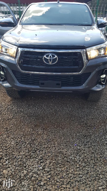 Toyota Hilux 2017 SR 4x4 Gray