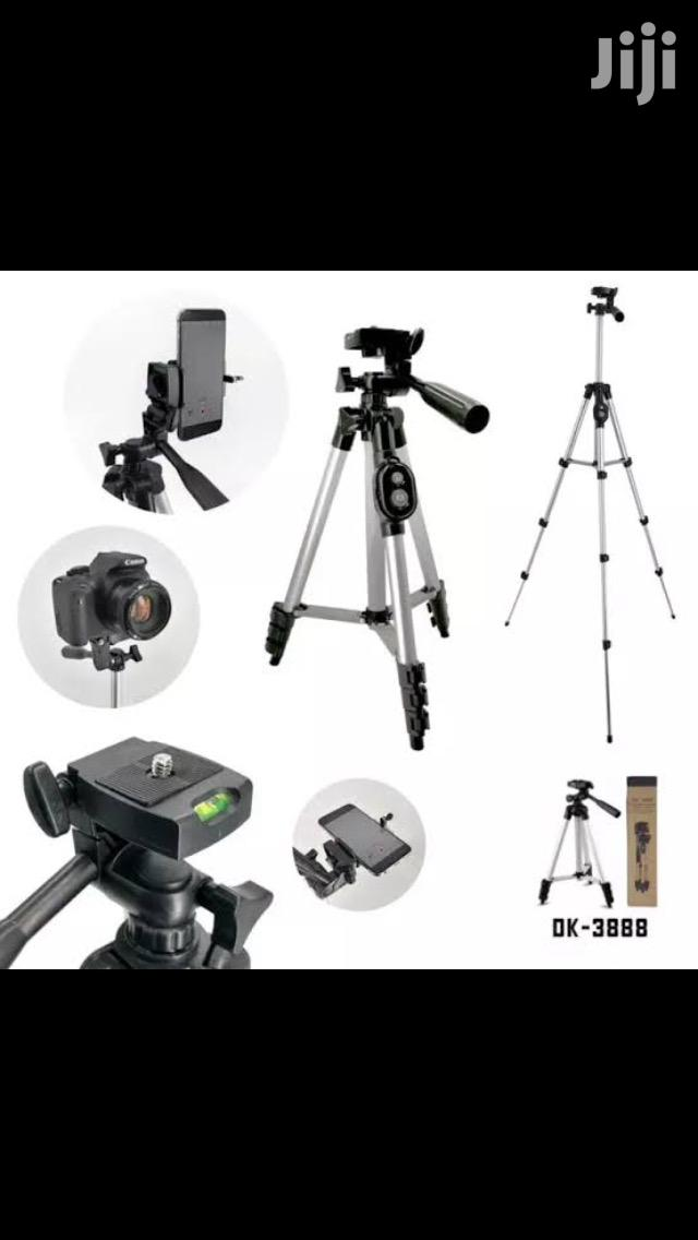 Portable And Foldable Tripod With Remote Photo Clicker