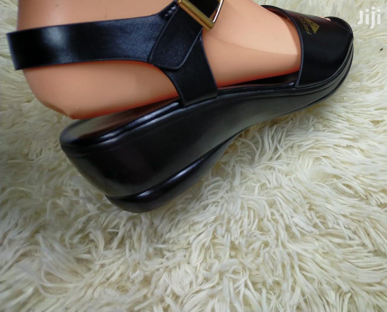 Archive: Comfortable Ladies Shoe