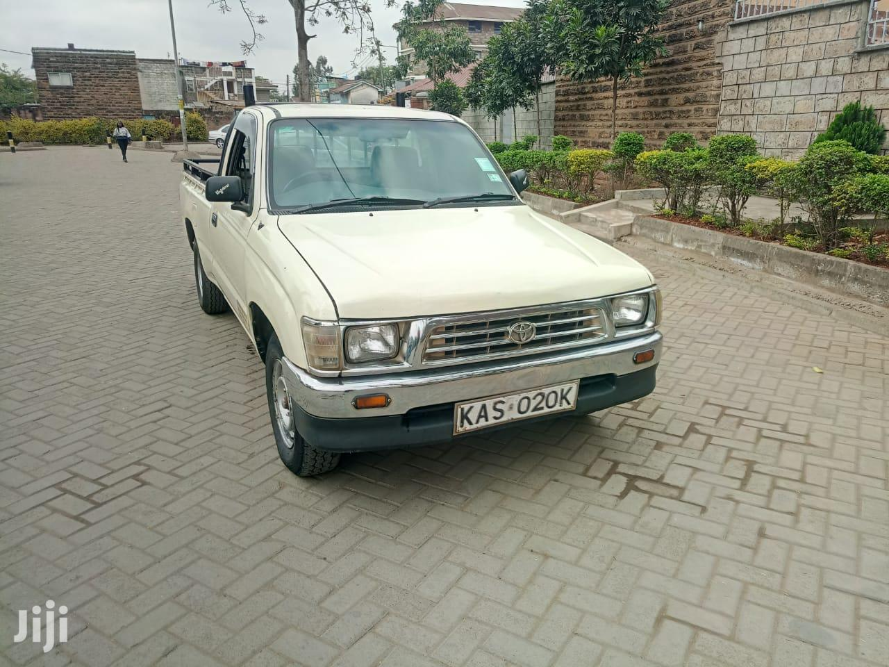 Archive: Toyota Hilux 2002 Beige