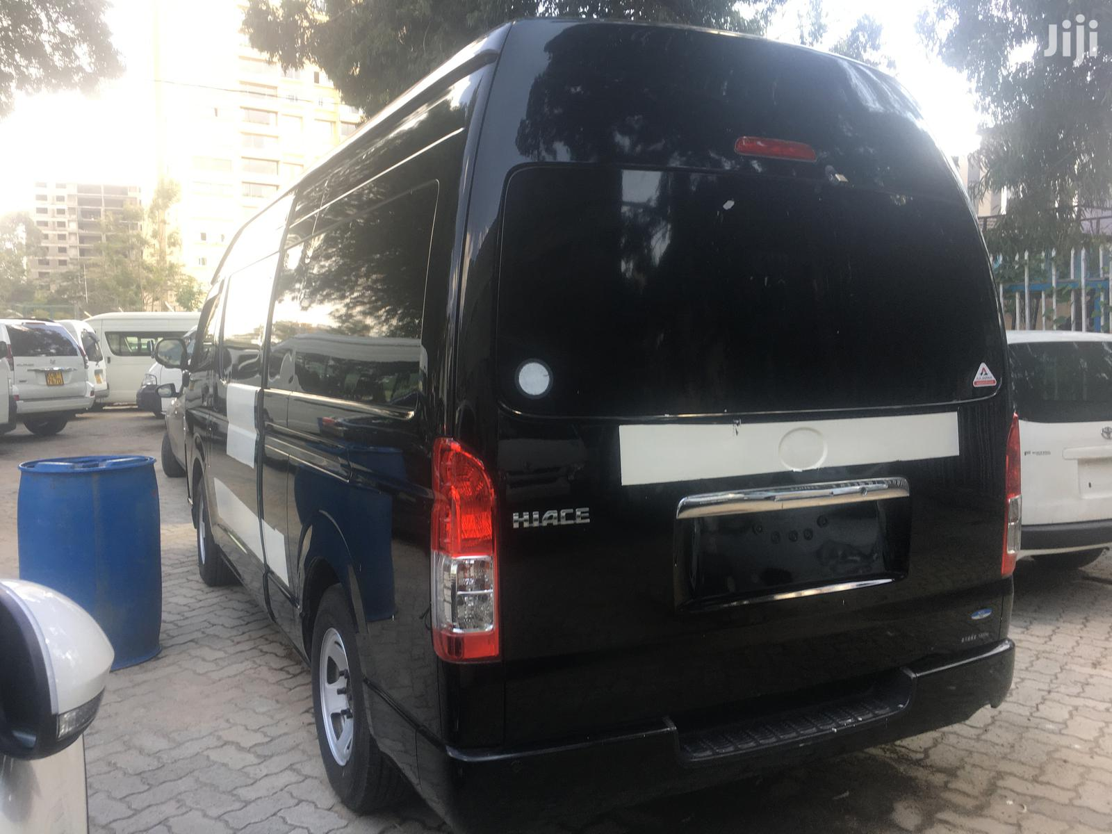 2014 Toyota Hiace 9l Diesel Auto With A Removable Crane | Buses & Microbuses for sale in Kilimani, Nairobi, Kenya