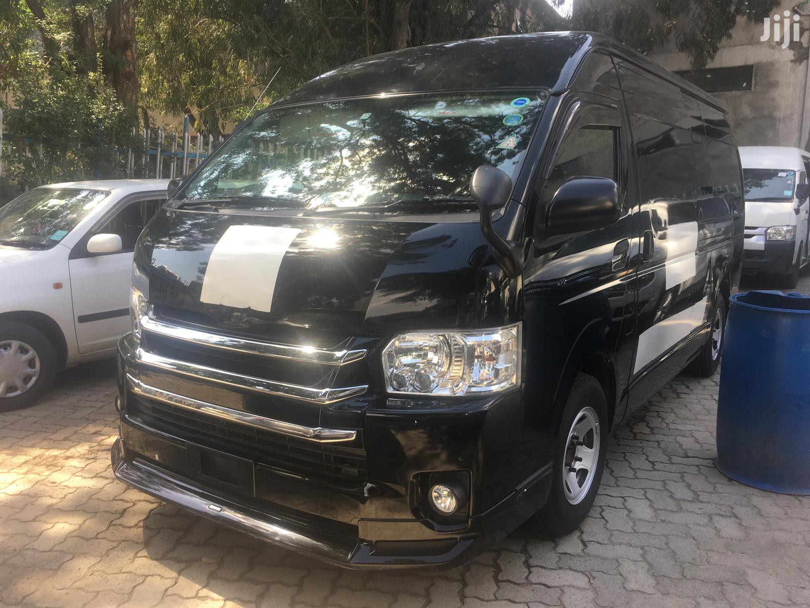 2014 Toyota Hiace 9l Diesel Auto With A Removable Crane