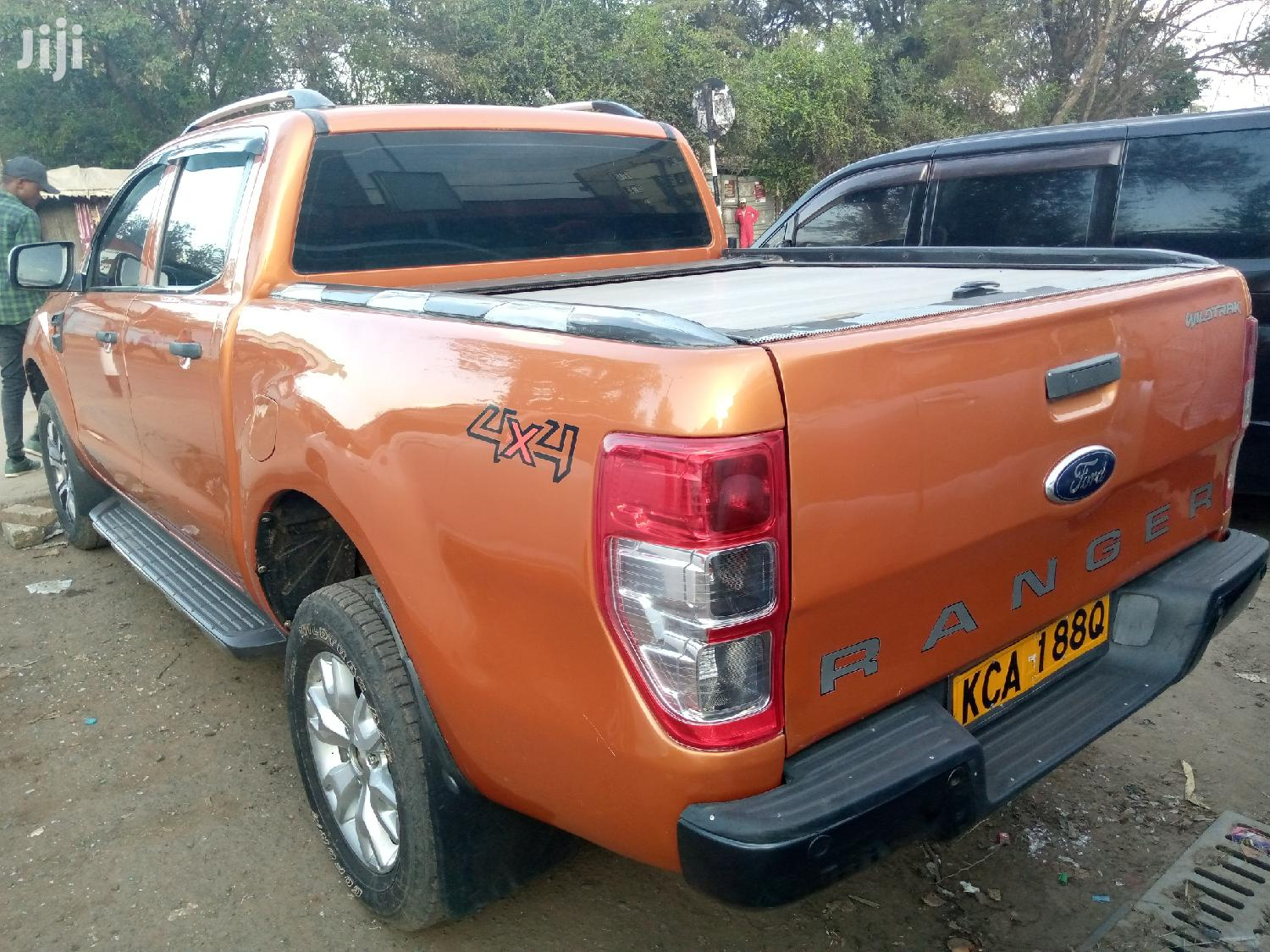 Archive: Ford Ranger 2014 Orange
