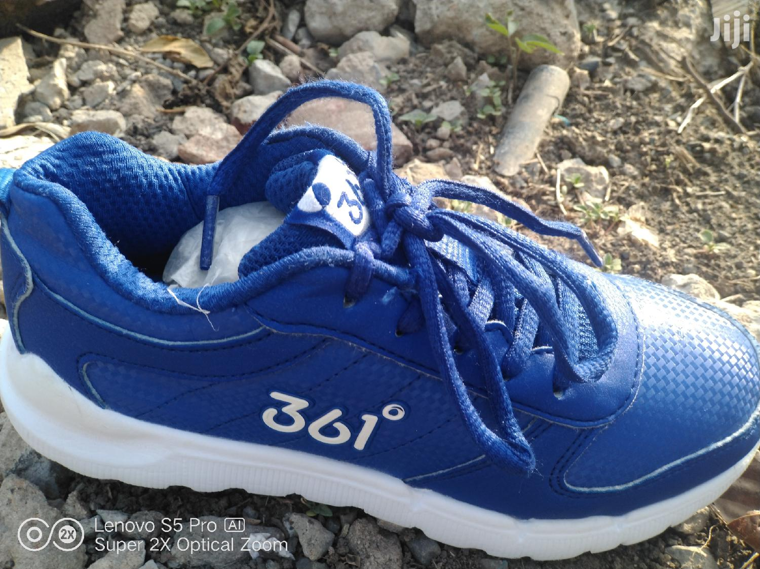 Archive: Boys Sneakers