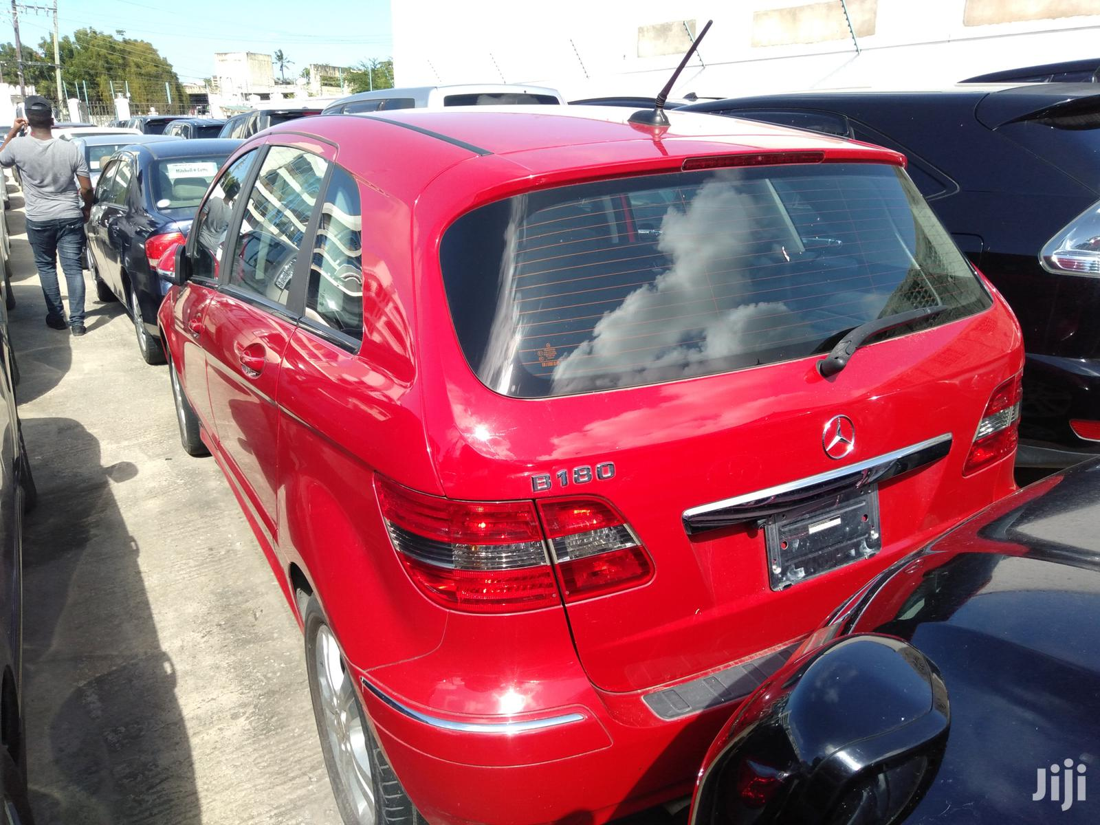 Archive: Mercedes-Benz B-Class 2011 Red