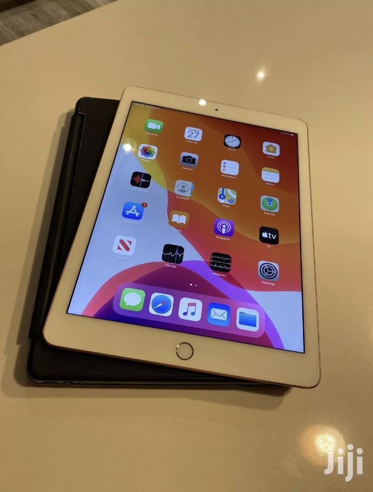 Apple iPad 9.7 64 GB White