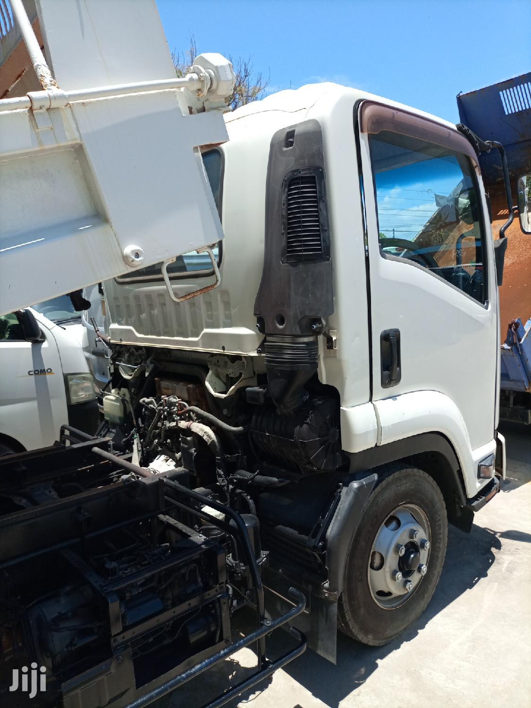 Isuzu ELF Truck 2012 White