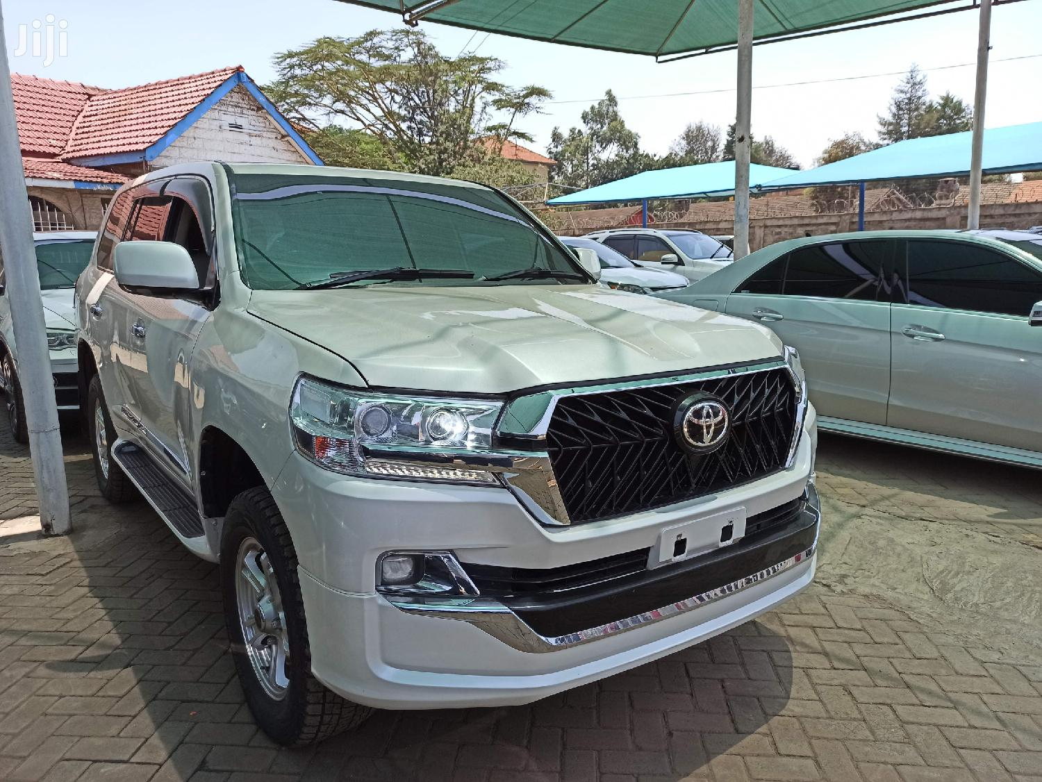 Toyota Land Cruiser 2011 White