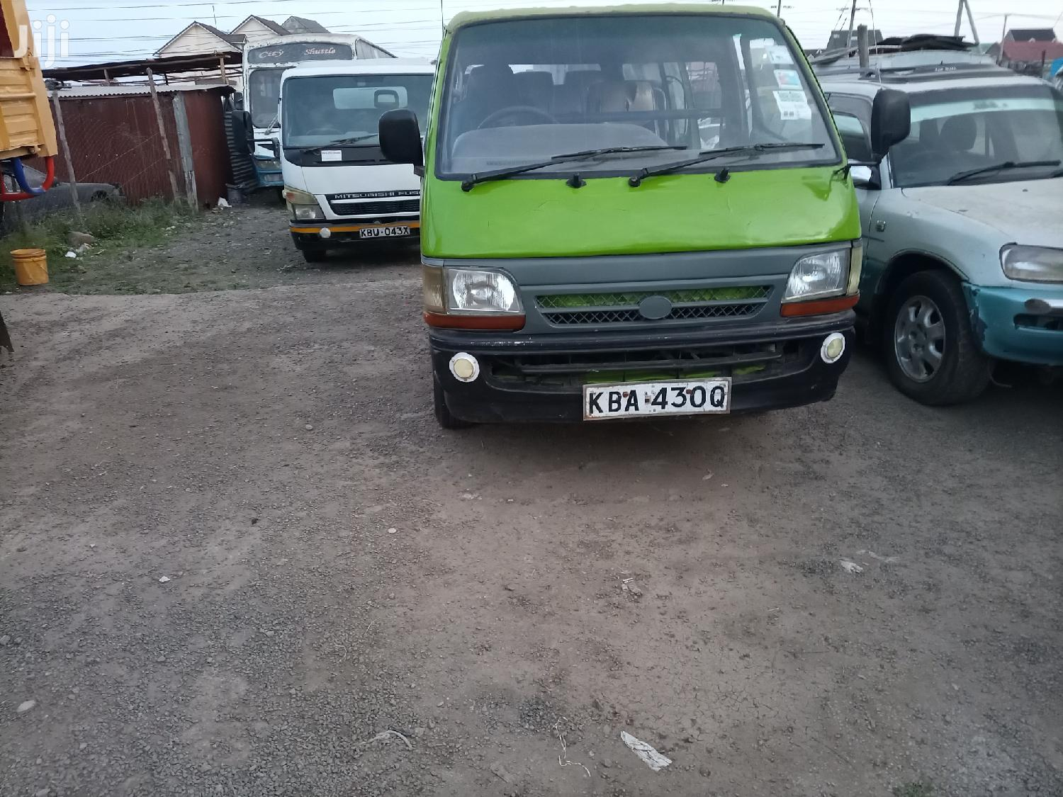 Archive: Toyota Hilux 2000 Green